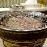49029026 - [2016/03]肉は炭火で焼きます