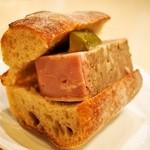 ROUTE271 - 料理写真:みやじ豚のパテ ド カンパーニュ
