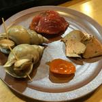 和酒飯くり家 - あん肝の生姜煮、鮪の醤漬け、シロバイガイ、黄身の味噌漬け