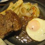 神戸元町ドリア - エッグビーフハンバーグを割ってみました。