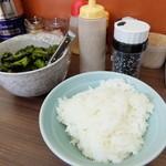 武蔵家 - サービスライス&漬け物・ごま塩・白ごま