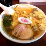 佐野ラーメン 飛龍 - 料理写真:脂ラーメン(¥680)。深夜なのに、なんて危険な商品名!