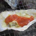 牡蠣小屋 住吉丸 - チーズとトマトソースを持ち込んで