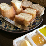トリトン - ★★★☆ コースのパン オリーブオイル、ジャムがとっても美味しい