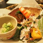 花邑 - 若竹の木の芽和え、甘海老、ふぐの煮こごり、こはだの握り?、雲丹と何かを固めたもの、ほか。