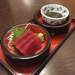 49037604 - 中丼セット(刺身、もずく)