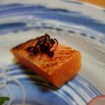 料亭 大安樓 - 鮭は炙っています(ランチ刺し盛り)