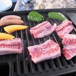 ファーマーズオリジン - お肉、焼いてます