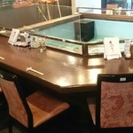 海陽亭 - 生け簀を囲んだカウンター席