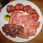 焼肉処・炉炭 - 特選盛(塩)(上塩タン・ロース・サガリ・カルビー)3200円