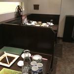 ロン ファン - 内観・テーブル席=16年3月