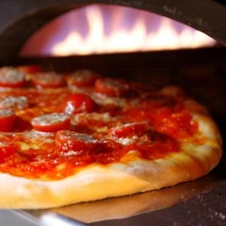 当店自慢の石窯で焼き上げるナポリ風ピッツァ!!