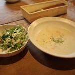 小さな森の喫茶店 レストラン ワイルドダック - 定食には、すべて、ポタージュスープ 、サラダ 、ライス付き