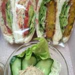 サンドイッチ工房 victory cafe - 「やさいたっぷり」と「かぼちゃ」と、サラダ