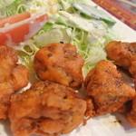 NAAN - スパイスがきいたインド風鶏のから揚げ。