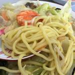 九州ラーメン友理 - 長崎ちゃんぽん(麺アップ)※もちもちで理想に近い食感。