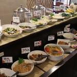 くれたけイン - 沢山の和洋惣菜。