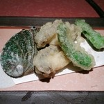 あみ焼割烹幸だるまなごみ - アワビの天ぷら
