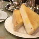 王城 - 厚切りバタートースト