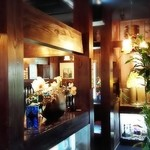 羅布乃瑠 沙羅英慕 - テーブルごとに細かく区切られた店内