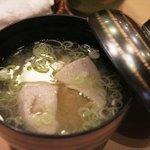 鮨金 - 地元の鰯のすり身が入ったお味噌汁…。新鮮なので臭みがなくって甘い♪クセになりそうなお味♪