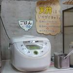 49052816 - ご飯 天ぷらをのせれば天丼になる