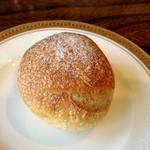ル・ゴーシュ・セキ - 自家製丸パン