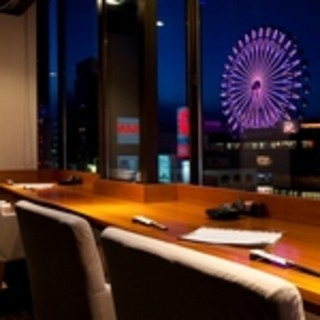 夜景の見えるカウンターから個室まで、用途にあわせたお席
