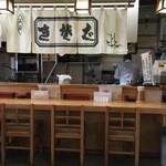 そば太郎 - カウンター席、テーブル席、小上がり席ございます店内。