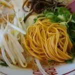 二代目九州雄 - 赤豚骨ゎ麺も若干赤いよ
