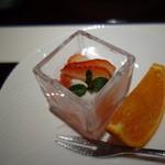 みちば和食 銀座 たて野 - 水菓子:苺の葛切り