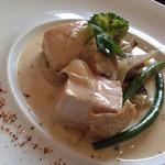 49058490 - 朝引き鶏胸肉と春キノコのクリーム煮