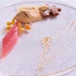 アルテリーベ - フォワグラのソルベとルバーブのコンポート、トカイワインに漬けたレーズンとともに