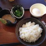 仙の坊 - 単品とろろ260円、麦ご飯150円、生卵50円