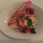イタリア料理 リストランテ フィッシュボーン - パンナコッタ  フルーツを添えて