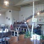 コロンバ - 料理写真:光が降り注ぐ明るい店内