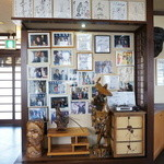 元祖 むらさき - 有名人のサインがいっぱい