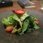 イニシャル - キウイで和えた野菜