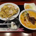 49075548 - 五目チャーハンと半担々麺/22のセット1050円