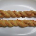 OHANA TABLE - 料理写真:スモークチーズのフランスパン @¥50-