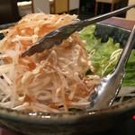びじんや - 食べ放題には、大根サラダが。