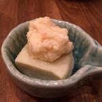 築地 虎杖 - 突き出しは海老団子、高野豆腐。お出汁がしみて美味しい