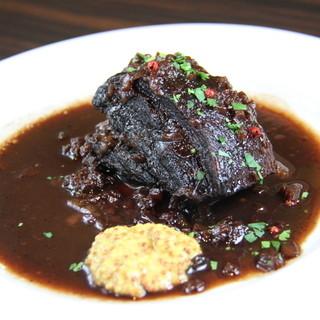 【塊肉をそのまま♪】皮付き豚バラ肉のバルサミコ煮!