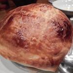 グッドミート・バル - ラム肉の赤ワイン煮 パイ包み焼\580