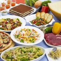 川崎日航ホテル カフェレストラン「ナトゥーラ」 - 【ディナー】期間ごとにテーマが替わり、バラエティ豊かなブッフェ料理が楽しめる。※写真はイメージ