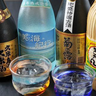 多彩な泡盛を取り揃えました。今夜は沖縄の魅力に酔いしれて♪