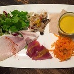 エスヨンロクビアーマーケット - お得なランチセットの前菜