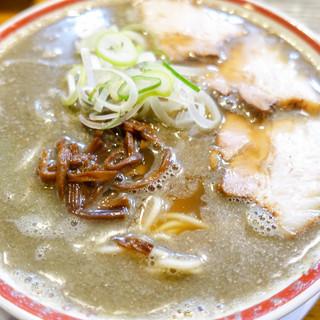 中華そば つし馬 - 料理写真:銀色に覆われる表面