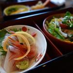 馳走庵 ひとひら - 料理写真:刺し身三種と大根サラダ