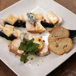49089629 - 「ギガマッシュルーム 3種のチーズのせ」